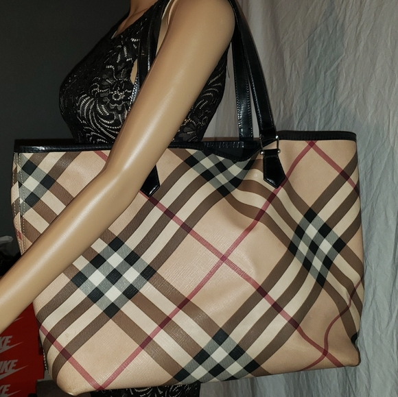 Burberry Handbags - Burberry tote bag